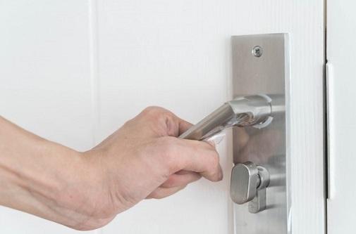 תיקון דלתות בצורה מקצועית